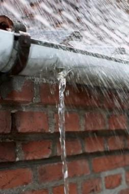 The Advantage of Seamless Guttters - Leak-free!